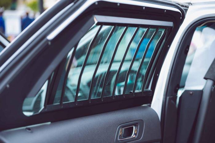 Policja Zamość: Odpowie za zniszczenie samochodów